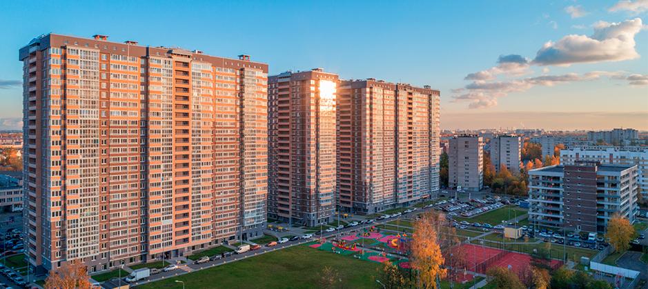 Вид на весь комплекс с Екатерининского пр-та 1.